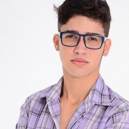 عینک طبی یا لنز تماسی برای نوجوانان