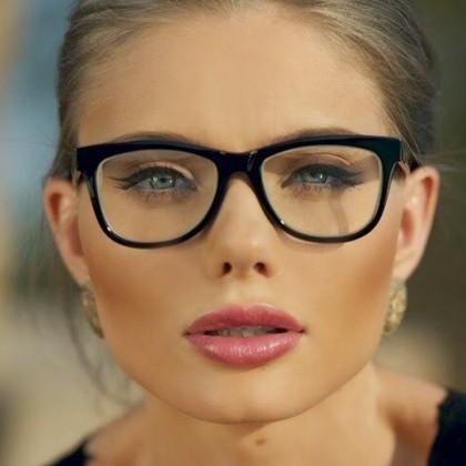 عینک مناسب صورت گرد